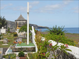 File:Marine Cemetery of Saint-Paul (Réunion Island).jpg