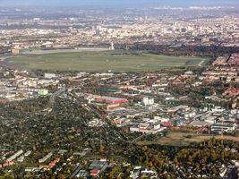 File:Gegenanflug Tempelhof.jpg