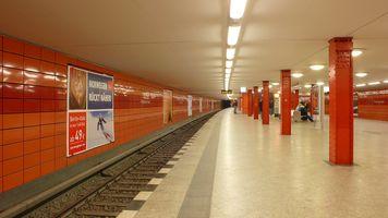 File:UBahnhf Frankfurterallee.JPG