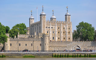 File:Tower of London viewed from the River Thames.jpg