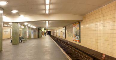 File:U-Bahnhof Kurt-Schumacher-Platz.jpg