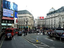 File:Londres - Piccadilly Circus (2).JPG