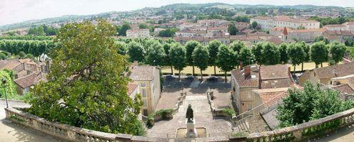 File:Panorama de la basse-ville d'Auch depuis le haut de l'Escalier Monumental.jpg