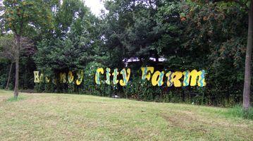 File:Hackney City Farm sign in 2007.jpg