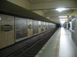 File:Rathneukoelln-ubahn.jpg
