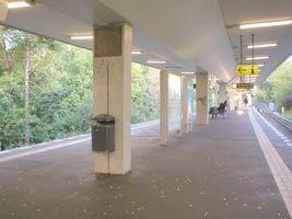 File:U-Bahn Berlin Scharnweberstraße.JPG