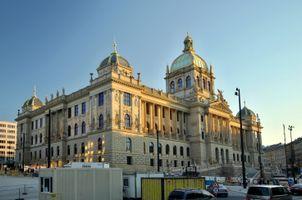 File:Praha Národní muzeum 5a.jpg