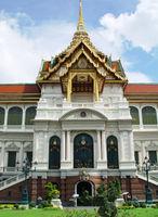 File:Chakri Mahaprasad Throne Hall.jpg