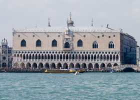 File:Photograph of of the Doges Palace in Venice.jpg
