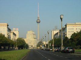 File:Karl-Marx-Allee Fernsehturm.jpg