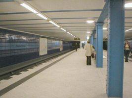 File:U-Bahn Berlin U5 Friedrichsfelde platform.JPG