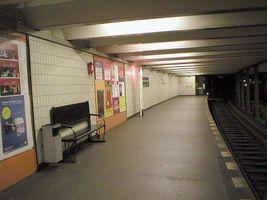 File:U-Bahn Berlin Theodor-Heuss-Platz Platform.JPG