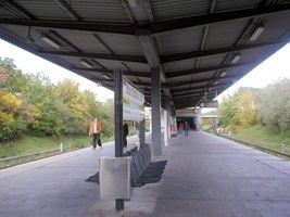 File:U-Bahn Berlin U5 Neue Grottkauer Strasse.JPG