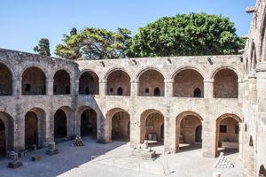 File:Main courtyard, Archaelogical Museum-7.jpg