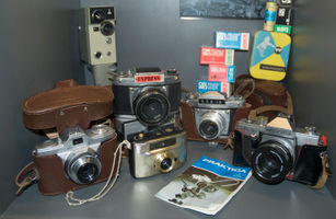 File:Old cameras from Berlin museum. (6082060868).jpg