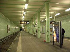 File:U-Bahn Berlin Samariterstraße.jpg