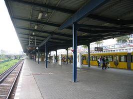 File:Hellersdorf-ubahn.jpg
