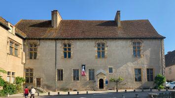 File:Palais Abbé Jean Bourbon Cluny 2.jpg