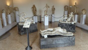 File:Sculpture collection in the Venice Archaeological Museum.JPG