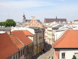 File:UlicaKanonicza-WidokZWawelu-WTleStareMiasto-POL, Kraków.jpg