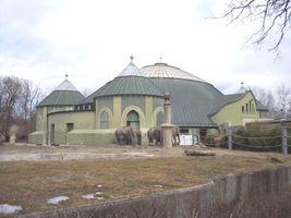File:Hellabrunn elefantenhaus.jpg