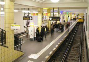 File:U-Bahnhof Berlin Friedrichstraße vom südlichen Zwischengeschoss.jpg