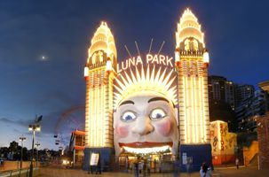 File:03.01.2009 luna park entrance.jpg