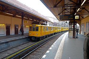 File:120408-U-Bahnhof-Schlesisches-Tor-Zugeinfahrt.JPG
