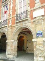 File:PARIS Place des Vosges, Maison de Victor Hugo.jpg