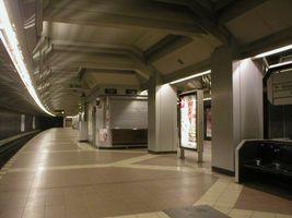 File:U-Bahn Berlin Haselhorst.JPG
