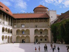 File:Krakow-Wawel-Courtyard.jpg