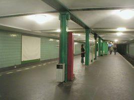 File:U-Bahn Berlin Gneisenaustraße.JPG