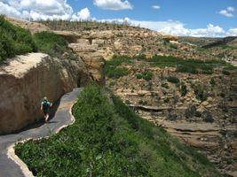 File:Hike to Step House, Wetherill Mesa, Mesa Verde National Park (4851649719).jpg