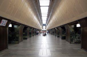 File:Palats sportu metro station Kiev 2010 011.jpg