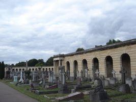 File:Brompton Cemetery SE Arcade 01.JPG