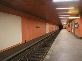 File:U-Bahn Berlin Halemweg.JPG