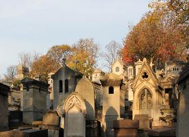 File:Cemetery Père-Lachaise in autumn 01.jpg