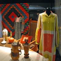 File:Objets finlandais, Musée de la Mode et du Textile.jpg