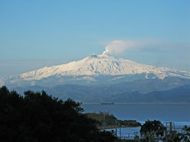 File:View of Mount Etna from Reggio Calabria - Italy - 10 Feb. 2017 - (1).jpg