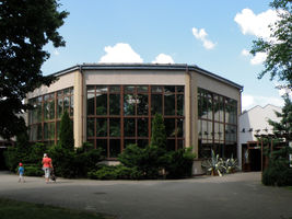 File:Miejski Ogrod Zoologiczny w Warszawie - Ptaszarnia.JPG