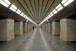 File:Klovska metro station Kiev 2010 01.jpg