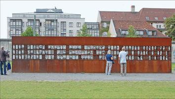File:Mémorial du mur de Berlin (6330924243).jpg