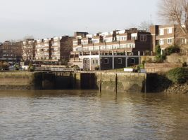 File:Brentford Dock lock gates and Justin Close - geograph.org.uk - 1086302.jpg