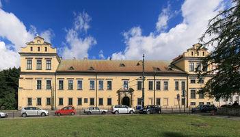 File:Krakow BishopsPalace D10.jpg