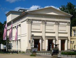 File:Berlin, Mitte, Maxim-Gorki-Theater 02.jpg