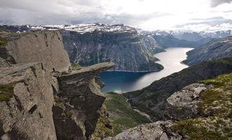 File:View of trolltunga.jpg