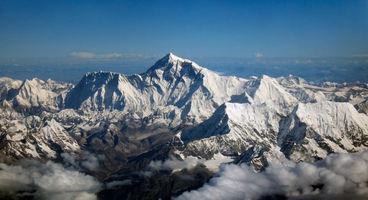 File:Mount Everest as seen from Drukair2 PLW edit.jpg