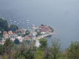 File:Porto di Lierna - panoramio.jpg