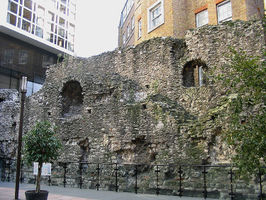 File:London Wall fragment.jpg