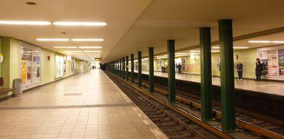 File:U-Bahnhof Kurfürstendamm.jpg